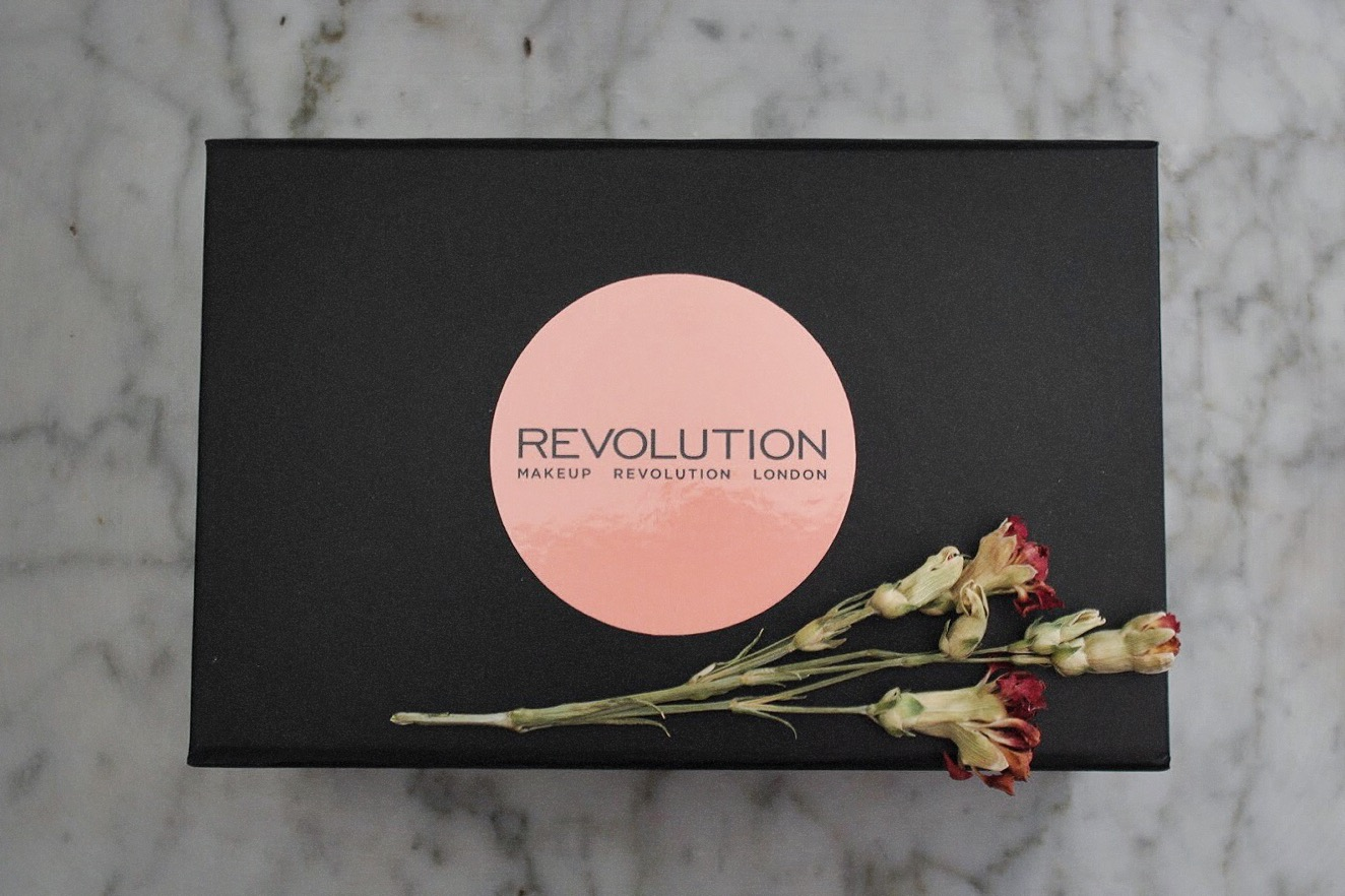 Revolution Highlighter and Banana Luxury Powder