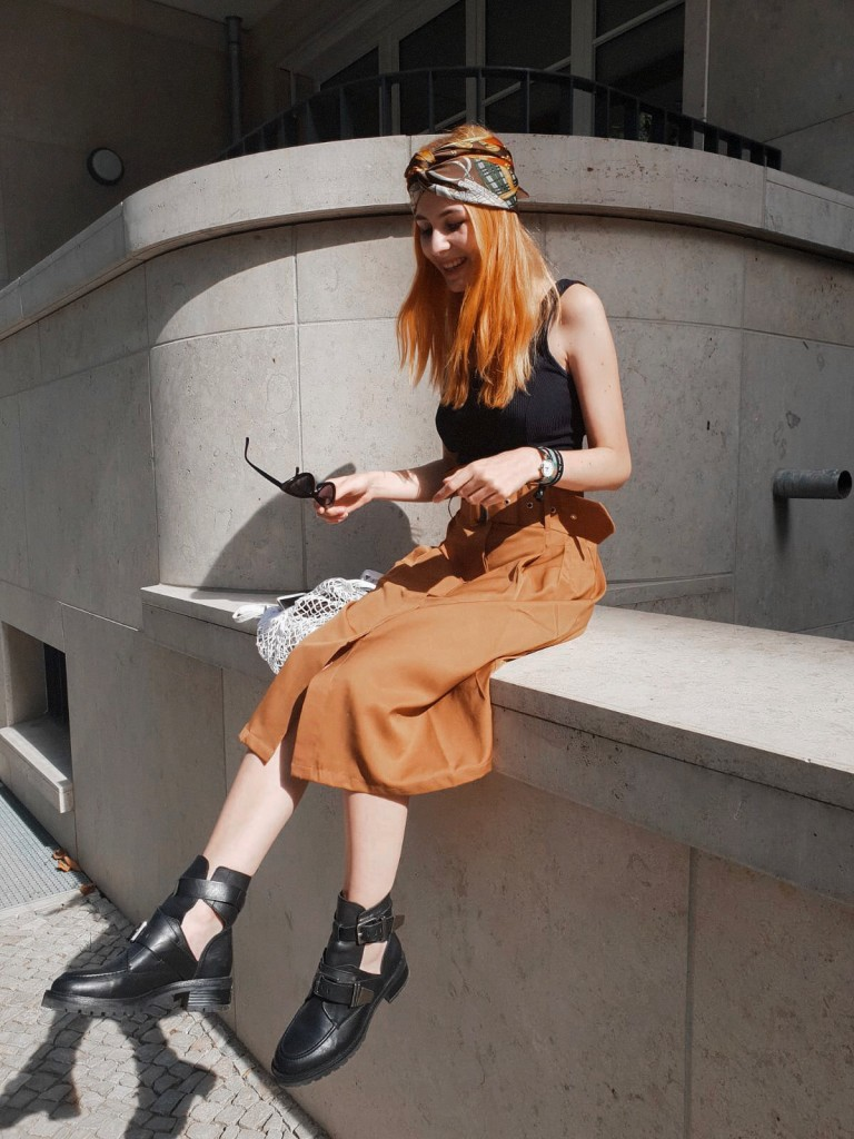 SOMMER OUTFIT: PAPERBAG ROCK UND CUT-OUT BOOTS | Berlin